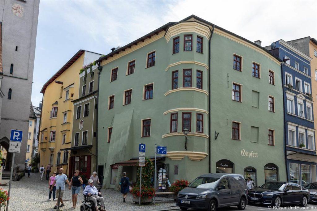 Grünes Haus in der Altstadt von Wasserburg