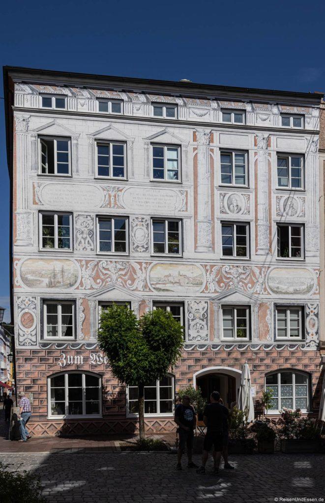 Haus mit Verzierungen in der Altstadt